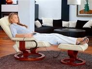 Cadeira Giratória 360º com Puff, Massagens por Vibração, Inclinação, Aquecimento Lombar, Comando.