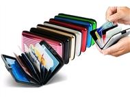 Carteira de Alumínio para Guardar os seus Cartões, Notas e Moedas com OFERTA de Auriculares