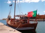 Passeio de Barco Pirata Capitão Gancho com Foto Lembrança.