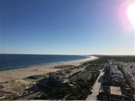 HOTEL NAVEGADORES: Até 7 Noites com Meia-Pensão ou Pensão Completa e CRIANÇA GRÁTIS a 500m da Praia.
