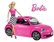 Barbie e o seu Volkswagen Beetle Rosa. Vem com um carro em que as portas abrem!