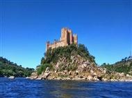Passeio de Barco com visita guiada ao Castelo de Almourol em Vila Nova da Barquinha para 2 pessoas.