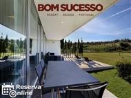 Bom Sucesso Resort 5*: 1 Noite em Moradia T1 com Jantar ou Massagem para 2 Pessoas. RESERVA ONLINE.